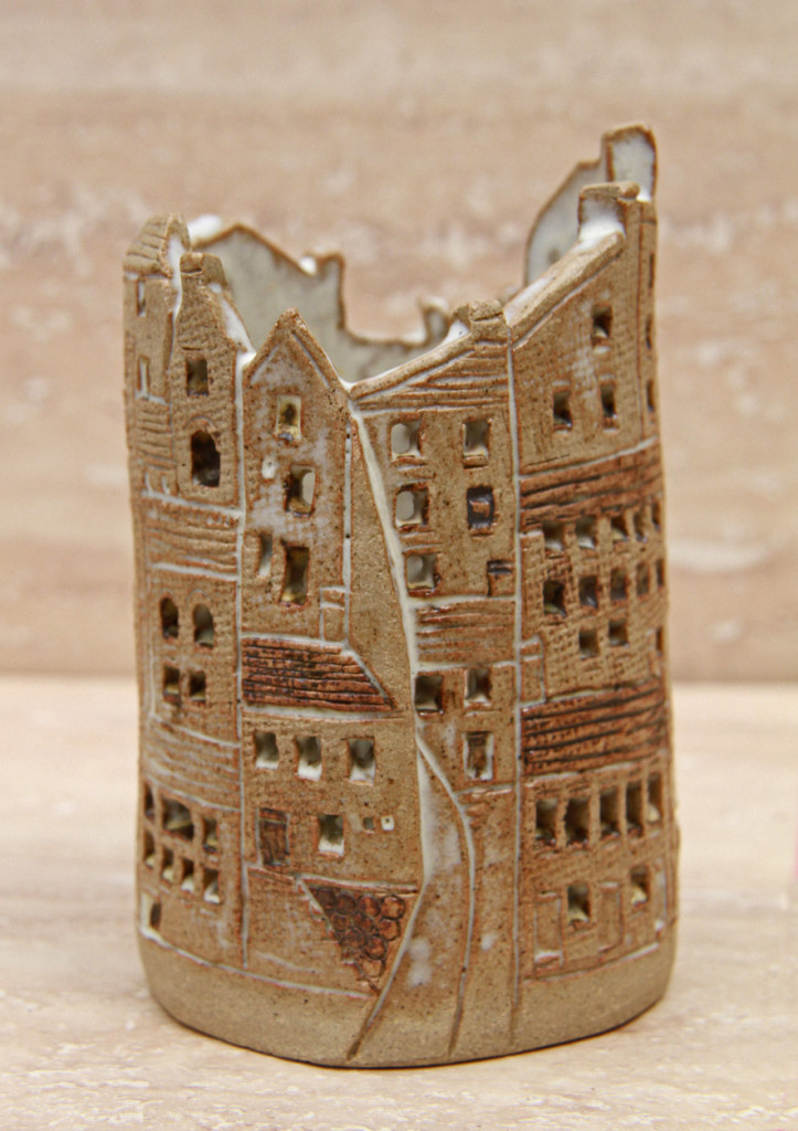 Small pot decorated with buildings (folded slab) 2 - stoneware glaze ...